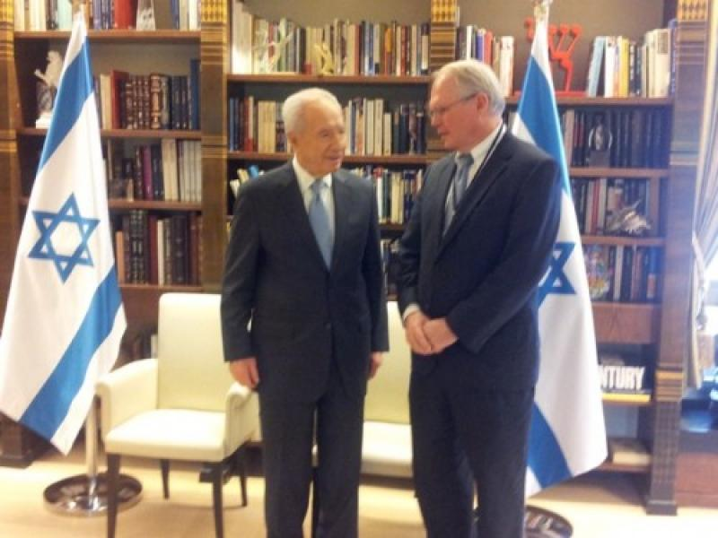 Shimon Peres and Christopher Hill met in Israel in 2012